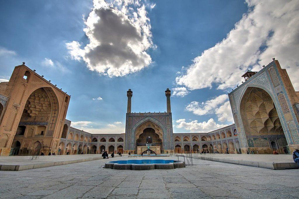 مسجد جامع عتیق اصفهان نمونهای از موزاییک کاری های ایران