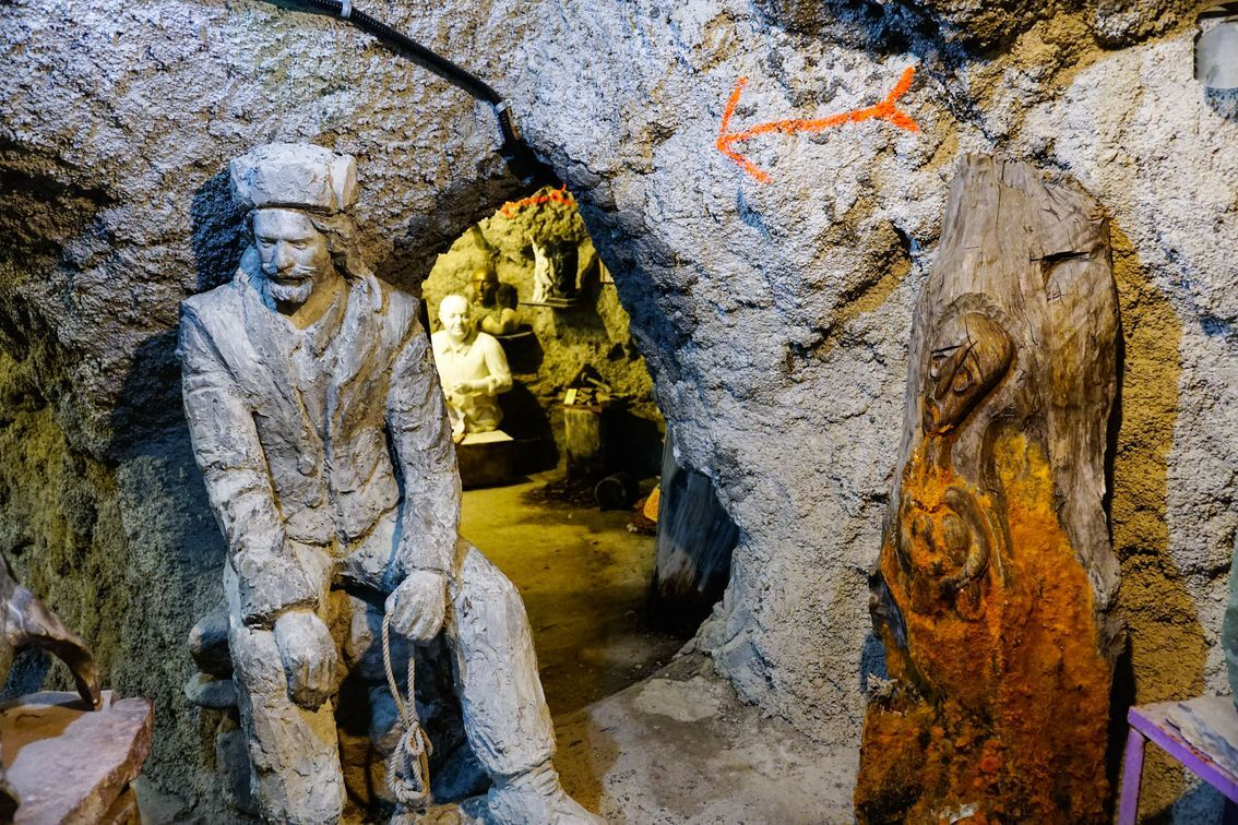 داخل غار موزه وزیری