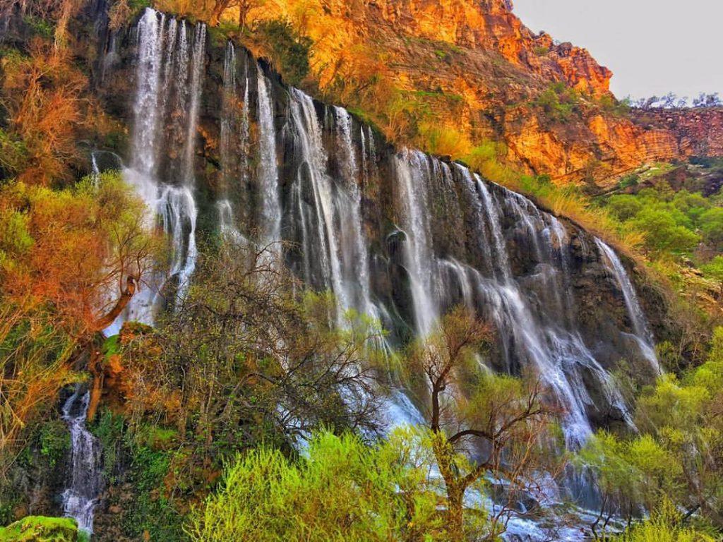 نمایی از آبشار شوی دزفول با رنگهای پاییزی