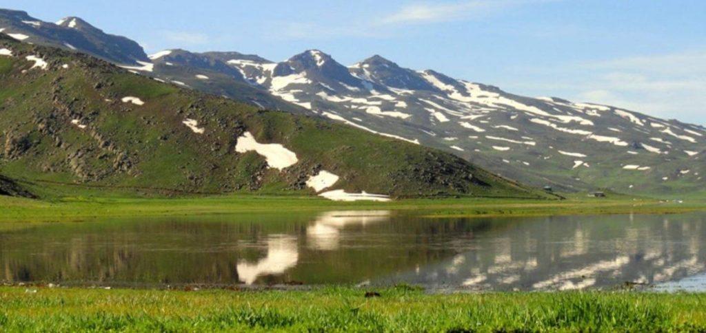 دریاچه نئور ادربیل-نزدیک جنگل فندقلو