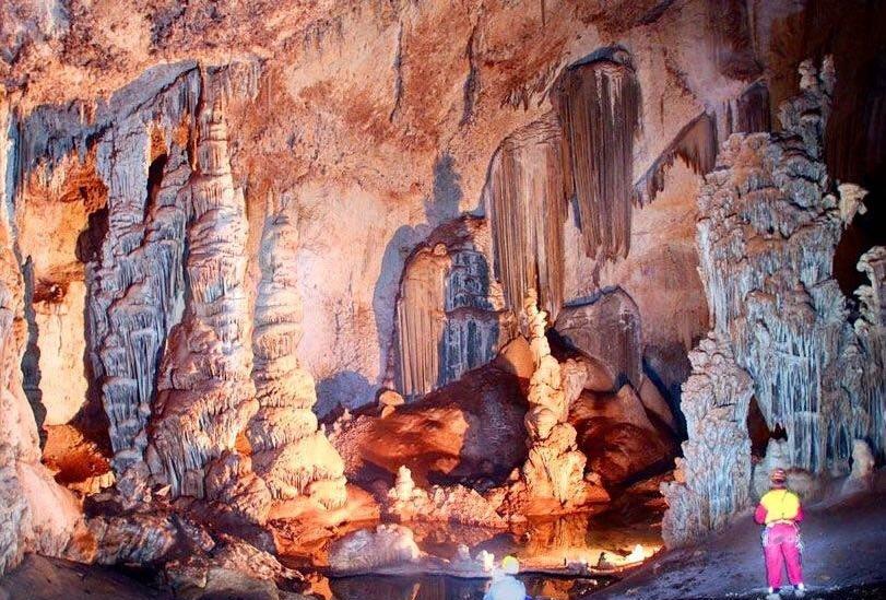 نمایی از غار دانیال