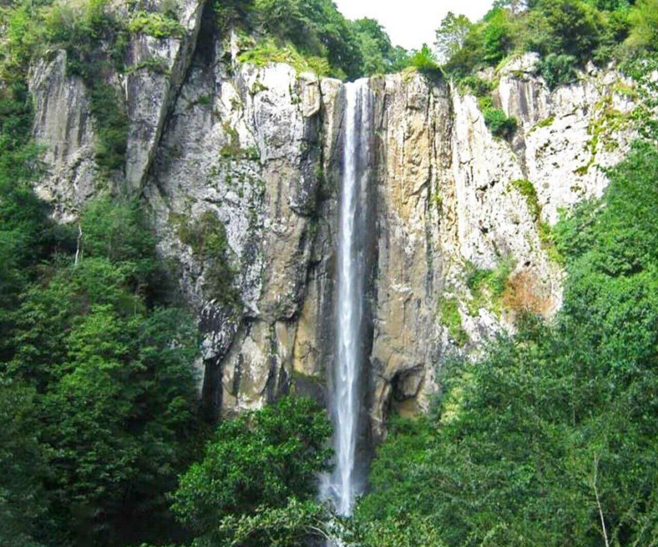آبشار لاتون؛ راهنمای سفر به بلندترین آبشار گیلان