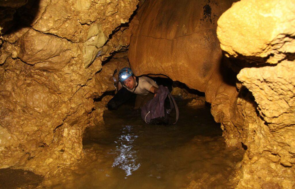 داخل غار دانیال