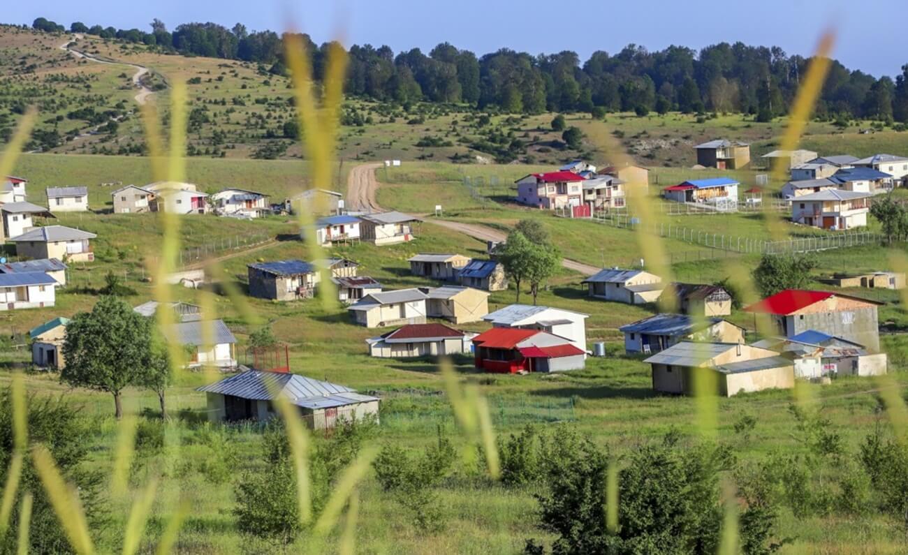 روستای جهان نما و کلبه های محلی