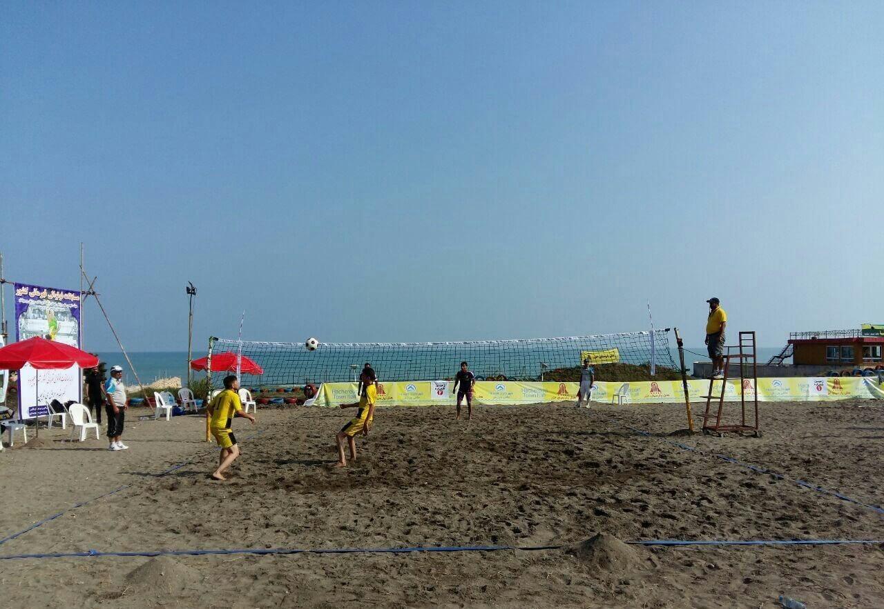 والیبال ساحلی در ساحل شلوغ نمک آبرود