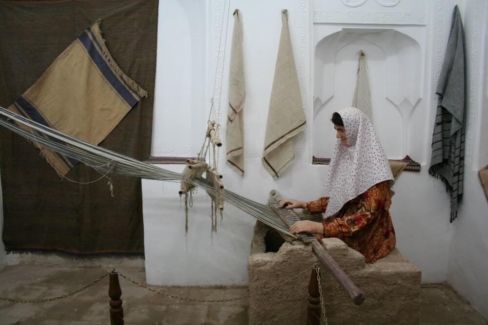 نخ ریسی در موزه مردمشناسی