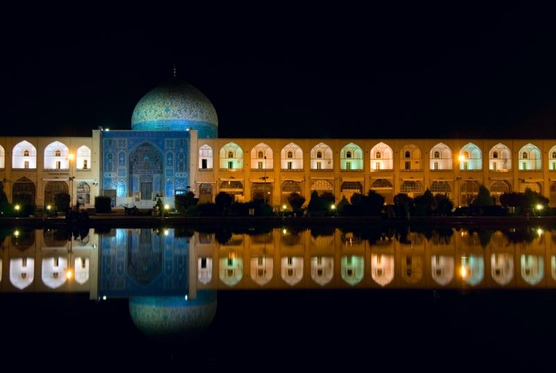 میدان امام اصفهان در شب