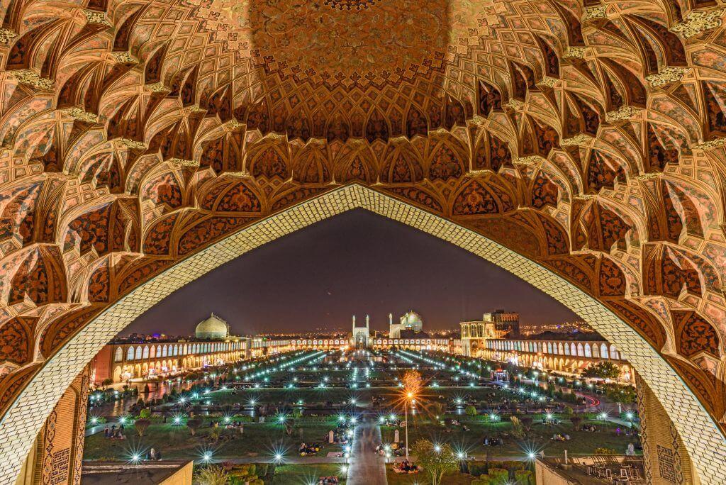 سه شهر ایران که زندگی شبانه دارند؛ از ضیافت کبابها تا آواز زاینده رود