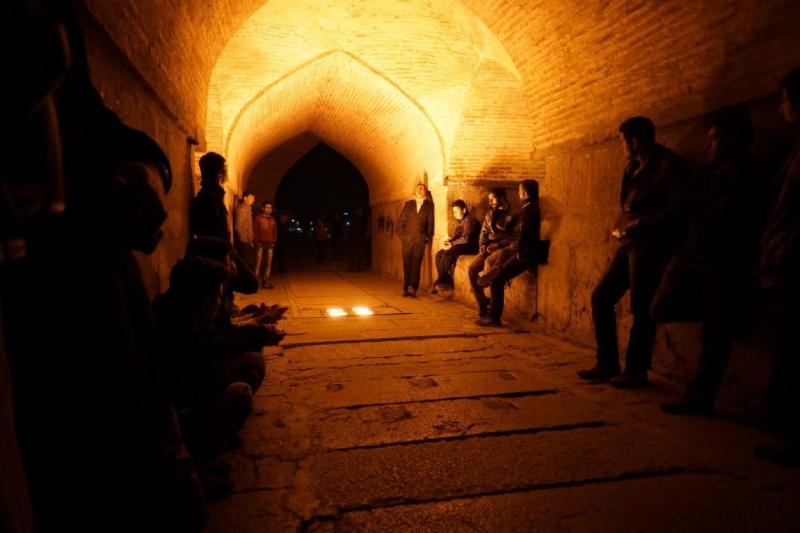 زندگی شبانه اصفهان در کنار زاینده رود