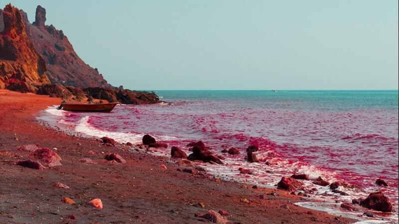 خاک سرخ جزیره قشم