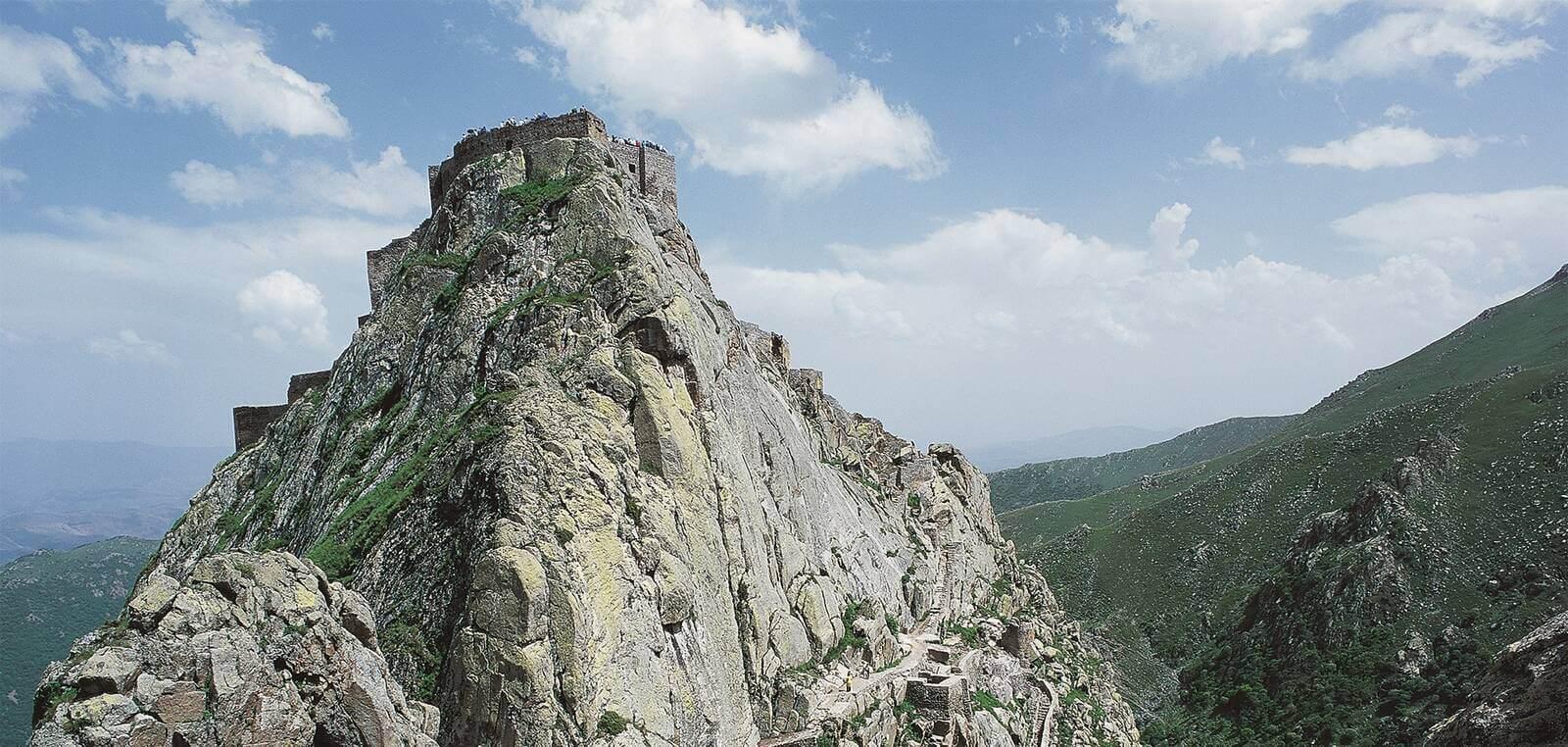 قلعه بابک کلیپر؛ دژ ساسانی که پایگاه مقاومت سرخ جامگان شد