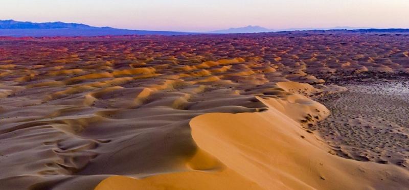 کویر مرنجاب؛ از تپههای شنی تا کاروانسرای تاریخی