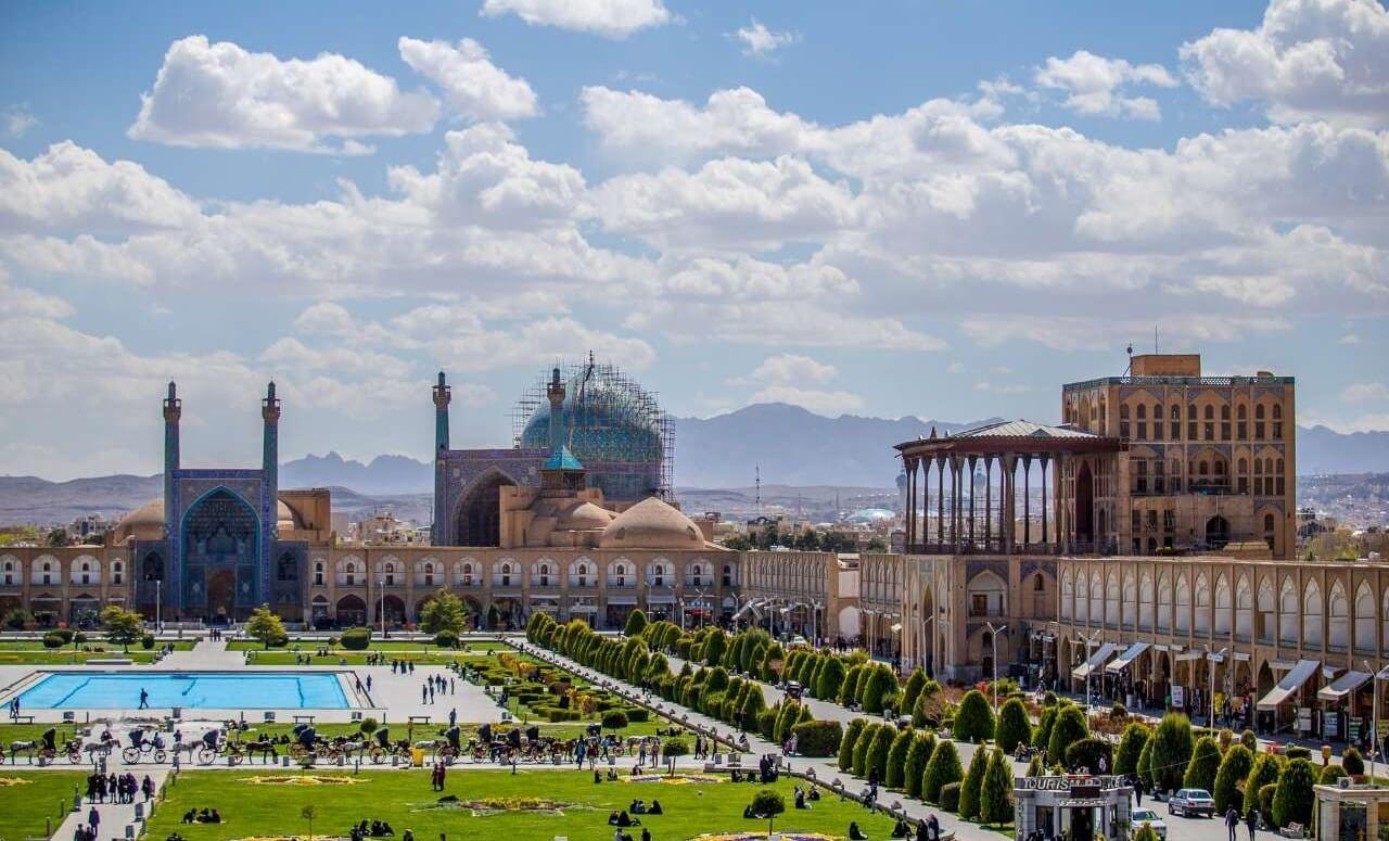 نمای کلی از میدان نقش جهان زیبا