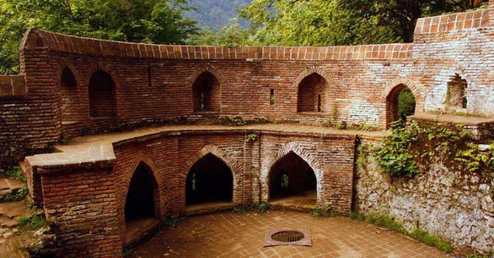 عکس از داخل قلعه رودخان