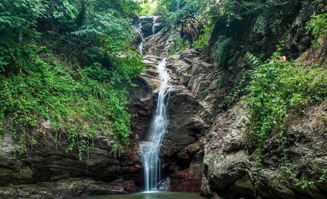 آبشار دودوزن روستای شفت