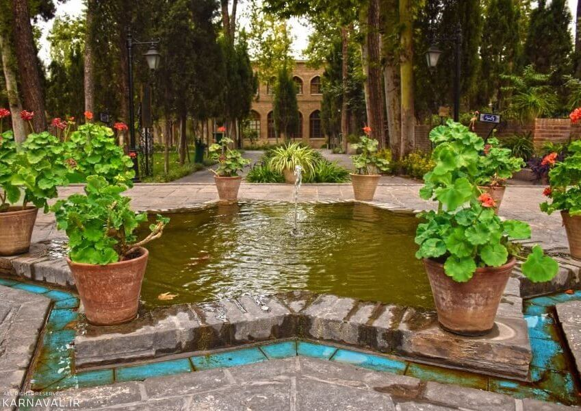 ورودی باغ موزه نگارستان