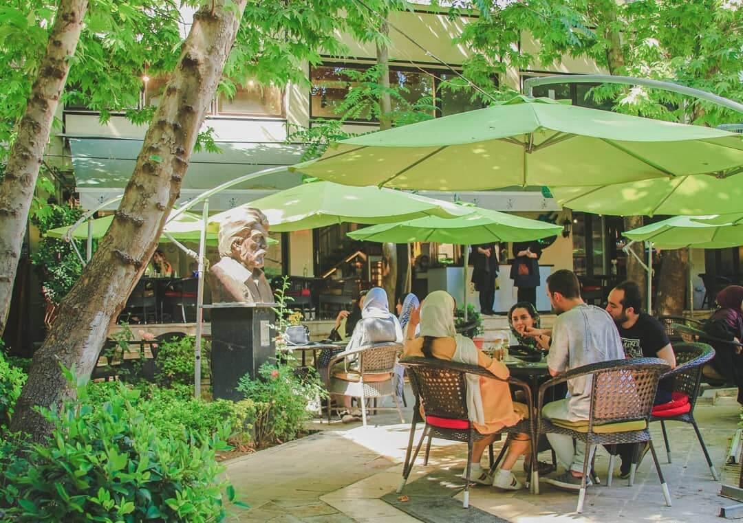 کافه کاریز ؛ صبحانه را در بین شاعران میل کنید