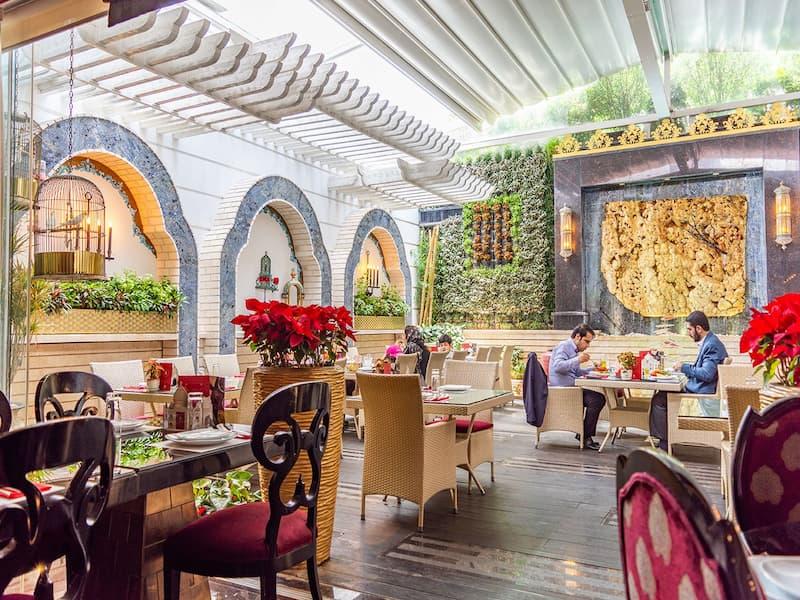 فضای داخلی و سنتی رستوران هتل تاج محل