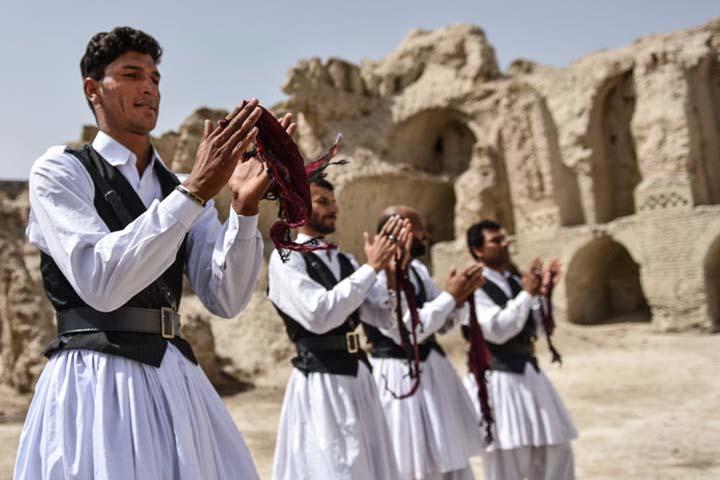 رقص و لباس محلی بلوچی