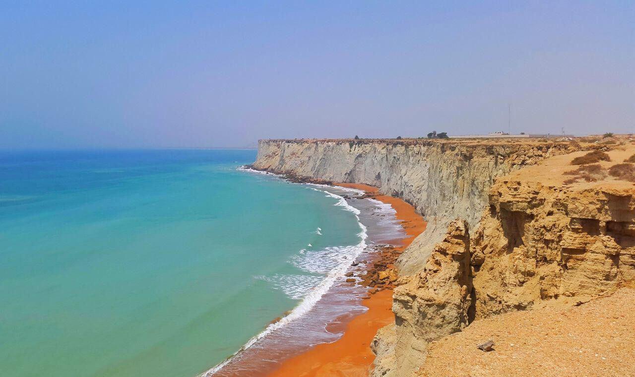 ساحل صخرهای چابهار